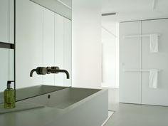 Bad, Waschbecken, Einbauschrank