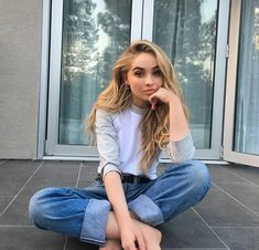 Sexy photos of a young 19 year old actress, model and singer Sabrina Carpenter. The young model is incredibly popular in social networks! Estilo Sabrina Carpenter, Sabrina Carpenter Outfits, Pretty People, Beautiful People, Girl Meets World, Celebs, Celebrities, My Girl, Ideias Fashion
