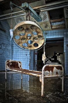 Beelitz Heilstätten, a derelict military hospital that once housed a recuperating Hitler Scary Places, Haunted Places, Abandoned Asylums, Abandoned Places, Haunted Asylums, Old Buildings, Abandoned Buildings, Abandoned Castles, Asile
