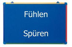 Olá! esta é a aula de aprender alemão nº 95 na qual irão aprender a diferença entre os verbos Fühlen e Spüren! As minhas redes sociais: Facebook: https://www...
