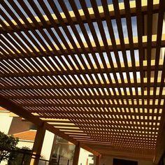 Prolongando a área - Quase pronto!  Pergolado + Brises em madeira Garapeira www.ecomadeiras.com.br - Telefone : (19) 3256-5271 #ecomadeirasbrasil #architecture #arquitetura #paisagismo #pergolado #pergula #brasil #brazil #instadecor #amomadeira #inspiraçao #ideias #lazer #lounge #agradavel #home  #areagoumert #golfclub #gourmet  #casademadeira #casaperfeita #garapeira #caramanchao #carpintaria #ideias #casabonita