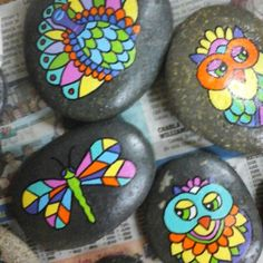 Piedras pintadas a mano. Seashell Painting, Pebble Painting, Pebble Art, Stone Painting, Stone Crafts, Rock Crafts, Arts And Crafts, Painted Rocks Kids, Painted Stones