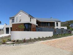 GLASSMEN HERMANUS | HOUSE HAROLD Architect: Andrew Greeff Architects Builder: Mario Le Roux #glassmenhermanus #glassmen