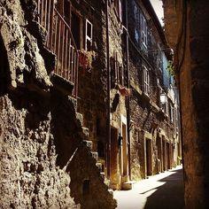 WEBSTA @ mademoisellepilaf - L'Italia è così, un tesoro dietro ad ogni angolo.#bomarzo #tuscia #tusciafotografia #tuscialife #tusciaviterbese #borghitalia #volgoitalia #volgolazio #ig_italy #tufo #viaggiare #photografy #lazio #borghilazio #volgo #bellitalia #travelblog #travellazio #photographer #italyarchitecture #italy