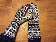 Handsker med blomstermønster. Fra Drops