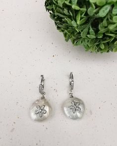 Freshwater Pearl  Huggie hoop  Earrings. Platinum Plated. FREE SHIPPING Pearl Collection Pearl Earrings, Hoop Earrings, Flower Plates, Pearl Flower, Fresh Water, Silver Plate, Jewelery, Plating, Delicate