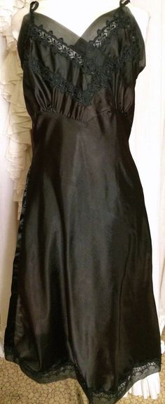 40s Fancy Applique Mesh Black Satin Slip