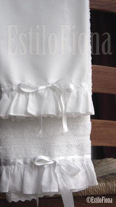 toallas con estilo =)Towels w/ style Soft Towels, Guest Towels, Dish Towels, Hand Towels, Tea Towels, Bathroom Towels, Kitchen Towels, Towel Crafts, Decorative Towels