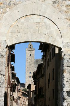 Giovanni e la Torre Grossa Toscana San Gimignano, province of Siena Toscana, Regions Of Italy, The Beautiful Country, Travel Plan, Tuscany Italy, Place Of Worship, Travel Memories, Elba, Beautiful Places To Visit