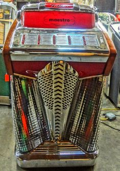 Music Hits, Music Radio, Radios, Vintage Box, Vintage Music, Jukebox, Antique Record Player, Rock And Roll, Bar