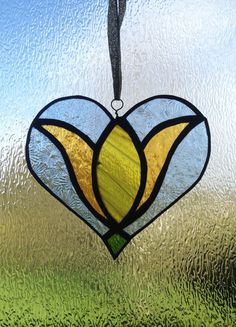 Stained glass heart - flower design