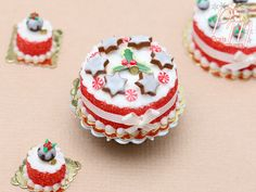 MTO -Christmas Cake Decorated with Iced Cinnamon Star Cookies - Miniature Food in Scale for Dol Christmas Cake Decorations, Christmas Cookies, Miniature Christmas, Miniature Food, Polymer Clay Cake, My Doll House, Star Cookies, Halloween Crafts For Kids, Peppermint Candy