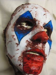 What is your idea for Halloween this year? We will show you 70 Halloween masks to give a tip for the latest trends and Halloween costume ideas. Costume Halloween, Scary Halloween Masks, Creepy Clown, Halloween Make Up, Creepy Masks, Clown Faces, Party Costumes, Pretty Halloween, Halloween 2018