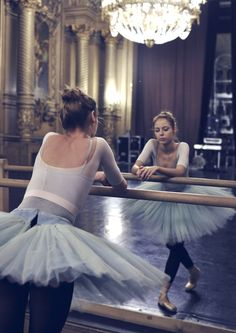 Ballet // Tutus // Barre // Studio Life: on We Heart It Ballet Tutu, Ballet Dancers, Ballerinas, Ballet Barre, City Ballet, Shall We Dance, Lets Dance, Dance Photos, Dance Pictures