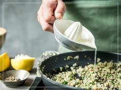 Füllung vorbereiten fürs Rindshuftsteak im Blätterteig Food, Browning, Mushrooms, Easy Meals, Food Food, Recipes, Eten, Meals, Diet
