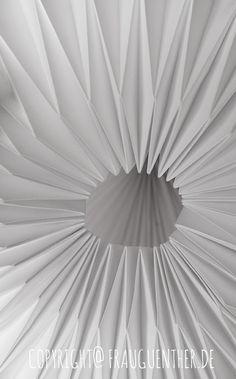 DIY, Origami Papierlampe 4, Origami Lampe falten, Origami Paper Lamp 4, Folding instructions, Faltanleitung, falten, Papierlampe falten, Lampenschirm falten, Frau Guenther, Tutorial, Anleitung, Drop, Tropfen, Diamant, folding instrables, Faltanleitung