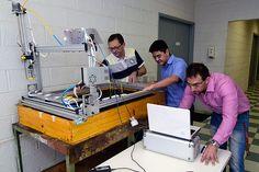 Curso de Extensão da FEAGRI desenvolve Robô - projetado e executado por quatro de seus alunos: Marcos Vinicius Lopes - engenheiro eletrônico; Cleber Katsuaki e Willy Rizola, engenheiros de controle e automação; e Ricardo Hideyo Hirai, engenheiro de produção mecânica