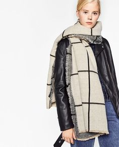 Image 5 of DOUBLE-FACED CHECKED SCARF from Zara