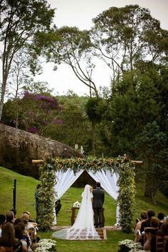 http://www.pegueiobouquet.com/casamento-nas-montanhas-thais-e-daniel/