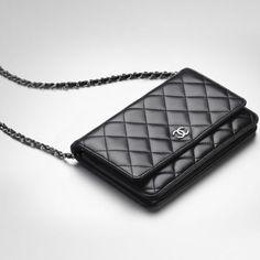 Chanel wallet in a lambskin on a chain -