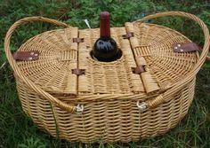 ☆☆☆ Great Basket/ with Wine Holder ~ cestino picnic con portabottiglia Sisal, Wicker Baskets With Handles, Bamboo Basket, Willow Weaving, Basket Weaving, Picnic Backpack, Wine Baskets, Picnic Baskets, Rustic Baskets