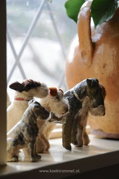 Love the gathering of vintage puppies.