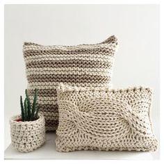 First Snow Free Pattern – Kostenlose Strickmuster … – Stricken Ideen Crochet Pillow Cases, Knit Pillow, Quilted Pillow, Knitting Patterns Free, Hand Knitting, Crochet Patterns, Free Pattern, Knitted Cushions, Crochet Home Decor