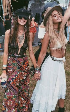 Even hippie girls are jumping on the lingerie on the outside trend ღ | Stylish outfit ideas for women who follow fashion.