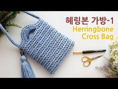 [Eng Sub] 코바늘가방 헤링본 스티치 크로스백_1 herringbone stitch crossbody bag 1 - YouTube Crochet Squares, Crochet Blanket Patterns, Crochet Stitches, Knit Crochet, Free Crochet, Crochet Bag Tutorials, Crochet Videos, Tutorial Crochet, Crotchet Bags