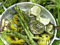 Grilled Veggies with a Pesto Dressing Pesto Dressing, Clean Eating, Healthy Eating, Cooking Recipes, Healthy Recipes, Vegetarian Dinners, Grilled Vegetables, Eat Smarter, My Favorite Food