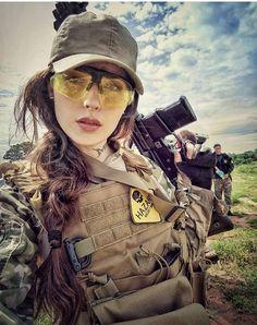 Hot Military Girls With Guns - Uniform Airsoft, Military Women, Military Army, Military Female, Bild Tattoos, Army Wallpaper, Female Soldier, Badass Women, Girls Dpz