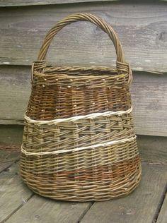 Willows of Different Shades Old Wicker, Wicker Baskets, Willow Weaving, Basket Weaving, Rattan, Making Baskets, Bountiful Baskets, Basket Crafts, Pine Needles