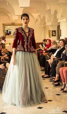 Lehenga Top, Lehnga Blouse, Caftan Dress, Lehenga Pattern, Lace Skirt And Blouse, Velvet Dress Designs, Bride Reception Dresses, Indian Look, Maxi Gowns