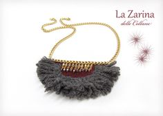 """Collana invernale lana grigia e bordeaux - """"Nina"""" A winter necklace with wool trim in grey and bordeaux. A creation from https://lazarinadellecollane.wordpress.com"""