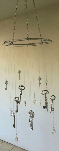 Crystal and key wind chime uses hanging basket chain Made Design, Diy Wind Chimes, Crystal Wind Chimes, Diy Inspiration, Old Keys, Keys Art, Yard Art, Suncatchers, Crafts To Make