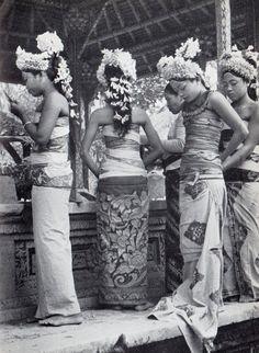 Henri Cartier-Bresson : Les danses à Bali, 1954.