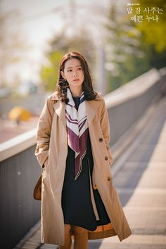 Son Ye-Jin is Yoon Jin-Ah in Pretty Noona Who Buys Me Food (Something in the Rain). Live recapping at Drama Milk! Winter Travel Outfit, Fall Winter Outfits, Korean Actresses, Korean Actors, Korean Girl, Asian Girl, Kdrama, Jin, Korean Celebrities
