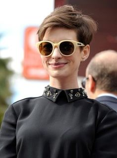 32756cfe899d Anne Hathaway Oversized Sunglasses - Anne Hathaway accessorized with a pair  of Karen Walker shades.