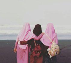 Goal😍❤️ Stylish Hijab, Casual Hijab Outfit, Hijab Chic, Hijab Niqab, Muslim Hijab, Mode Hijab, Arab Girls Hijab, Muslim Girls, Muslim Couples