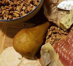 Pear, Pecorino and walnut salad