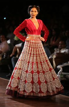 WeddingSutra Editor's Blog » Blog Archive » Manish Malhotra collection at the grand finale of Delhi Couture Week pays homage to the 1930s, an era celebrating opulence