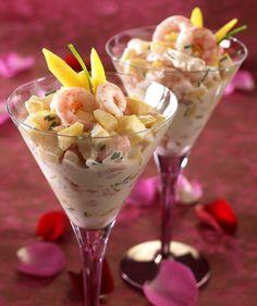 Som utfordrer til den tradisjonelle rekecoctailen er dette oppskrift på en frisk forrett med mango, reker og crème fraîche.
