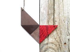 Geometric Leather Necklace Leather statement necklace door NasuKka, $34,00