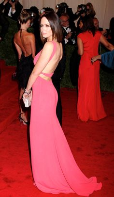 Emily Blunt booty in a pink gown on the red carpet