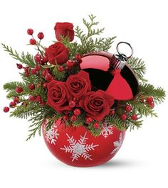 There's nothing like a beautiful flower arrangement to brighten up your Christmas Day. These beautiful bouquets from teleflora will liven . Xmas Flowers, Christmas Flower Arrangements, Christmas Table Decorations, Christmas Themes, Flower Decorations, Christmas Holidays, Christmas Wreaths, Christmas Crafts, Christmas Bulbs