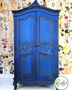 Annie Sloan's Painter In Residence, Ildiko Horvath painted this armoire wardrobe in Chalk Paint® in Napoleonic Blue. The ornate details are brought out in other Chalk Paint® colours, to find out more read my inspiration page.