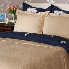 Confecționată integral din bumbac, cuvertura Colemeia are o textură fină și un aspect plăcut, fiind ideala pentru un dormitor modern. #mobexpert #reduceri #deco Comforters, Bed Pillows, Pillow Cases, Blanket, Home, Creature Comforts, Pillows, Quilts, Ad Home