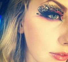 Wow this is some amazing eye makeup, it's art!