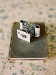 Vintage Inspiration: Vintage Inspiration: Photo by Elizabeth Messina via Kiss the Groom