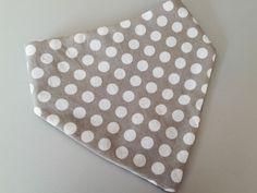 Bavoir bandana coton imprimé pois : Mode Bébé par ma-choupinette